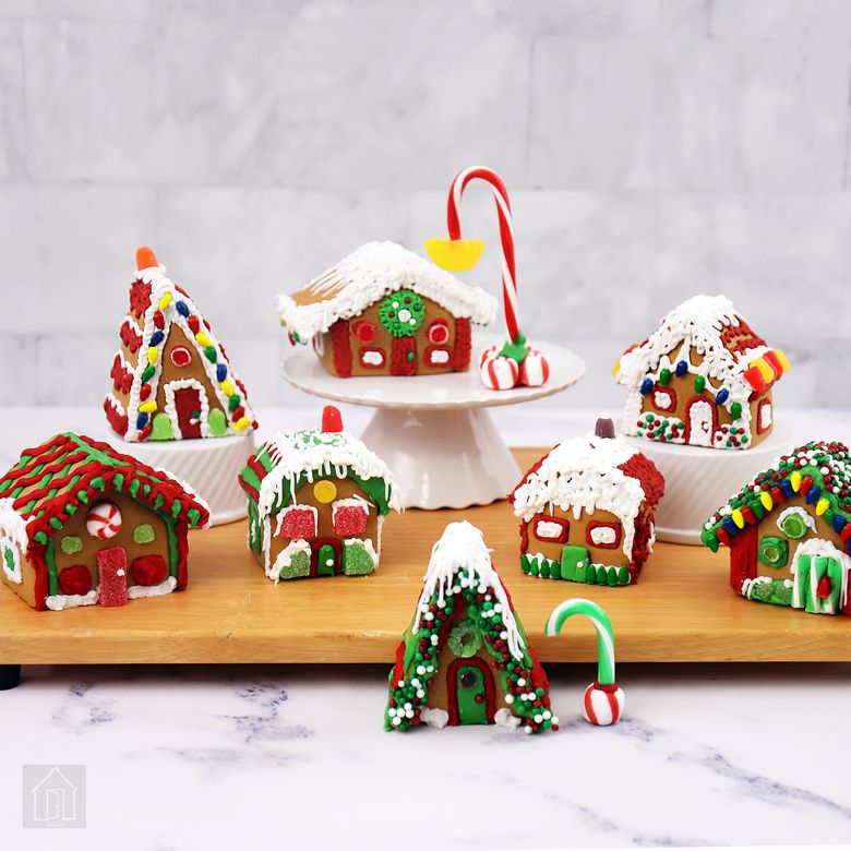 Wilton Welcome to Christmas Mini Gingerbread Village Kit
