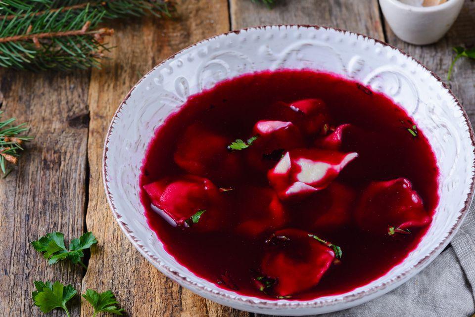 Sopa polaca de remolacha de Nochebuena (Barszcz Wigilijny)