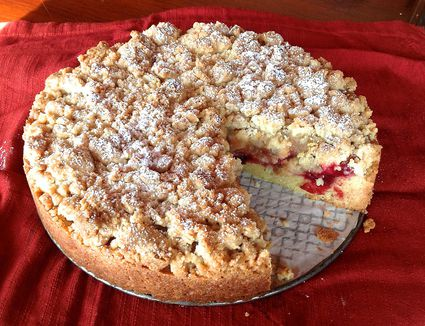 Chilean Apple Crumb Cake - Kuchen de Migas