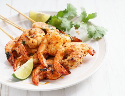 Grilled shrimp kebabs with lime