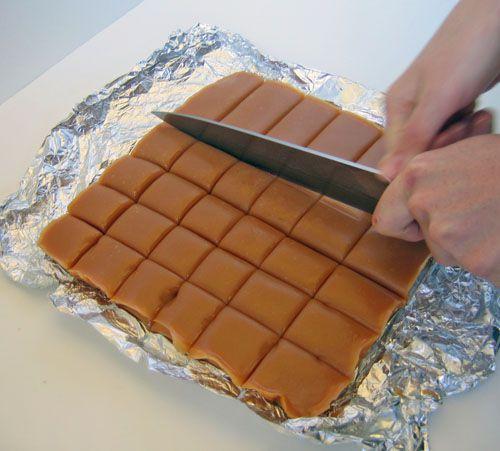Cutting caramel into squares