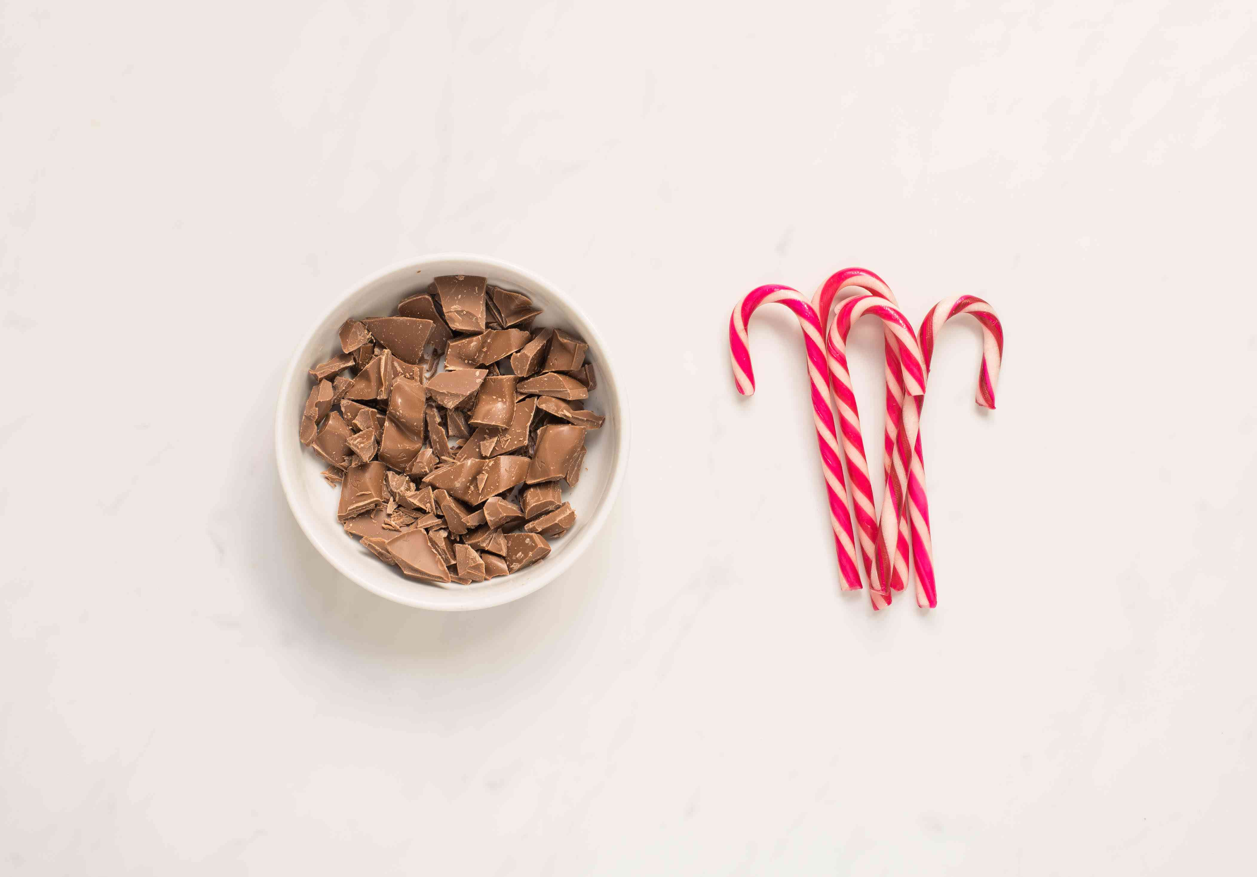 Ingredients for peppermint chocolate spoons