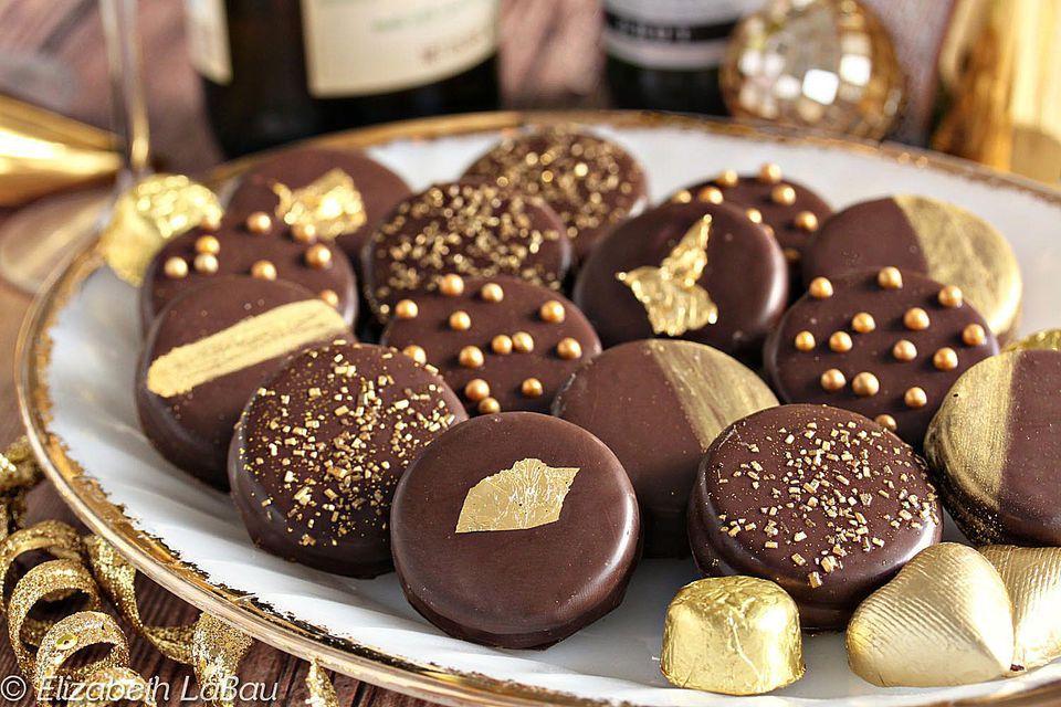 Glittery Gold Chocolate-Dipped Oreos