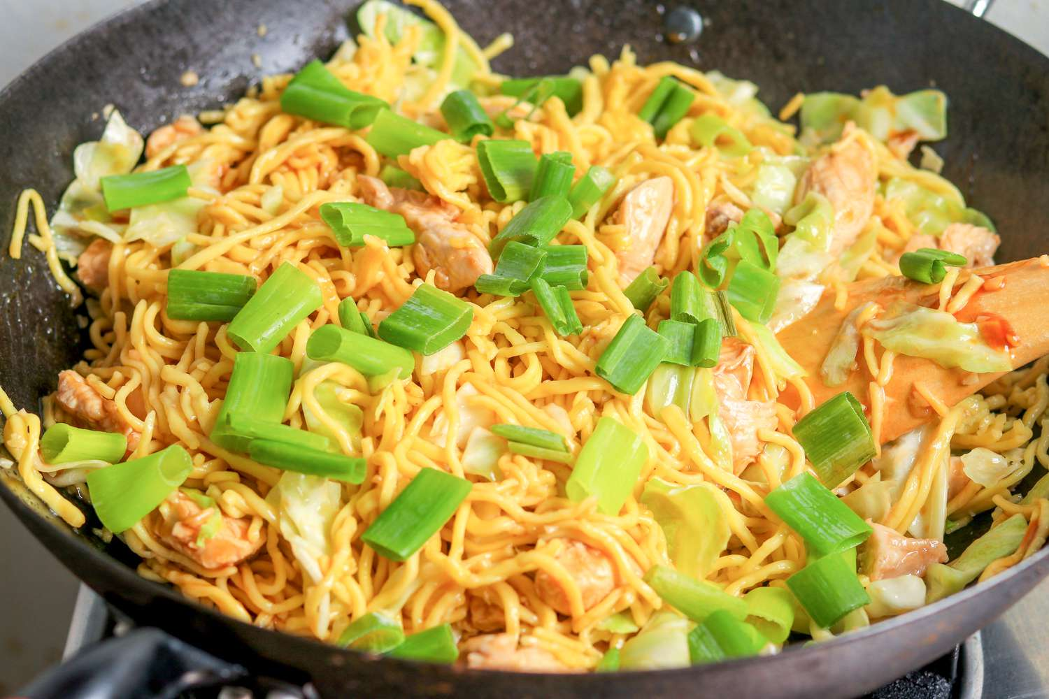Shanghai stir fried noodles with spring onion
