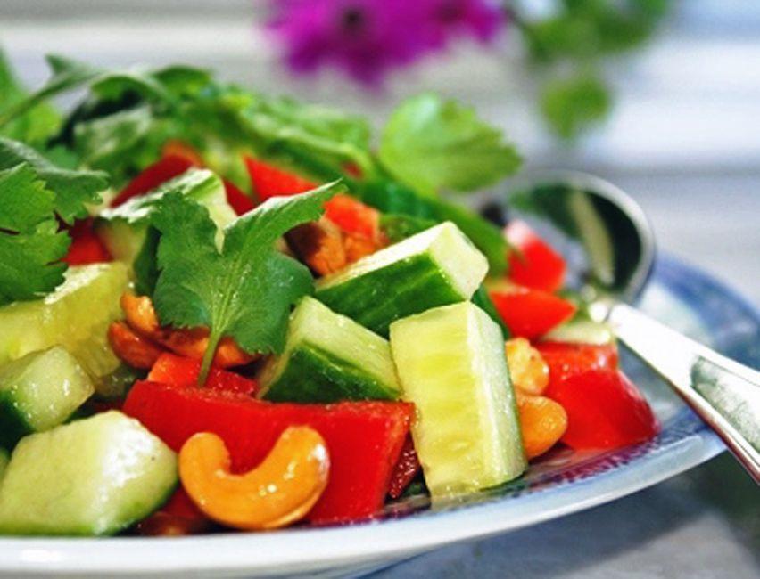 Crunchy Thai Cashew Salad