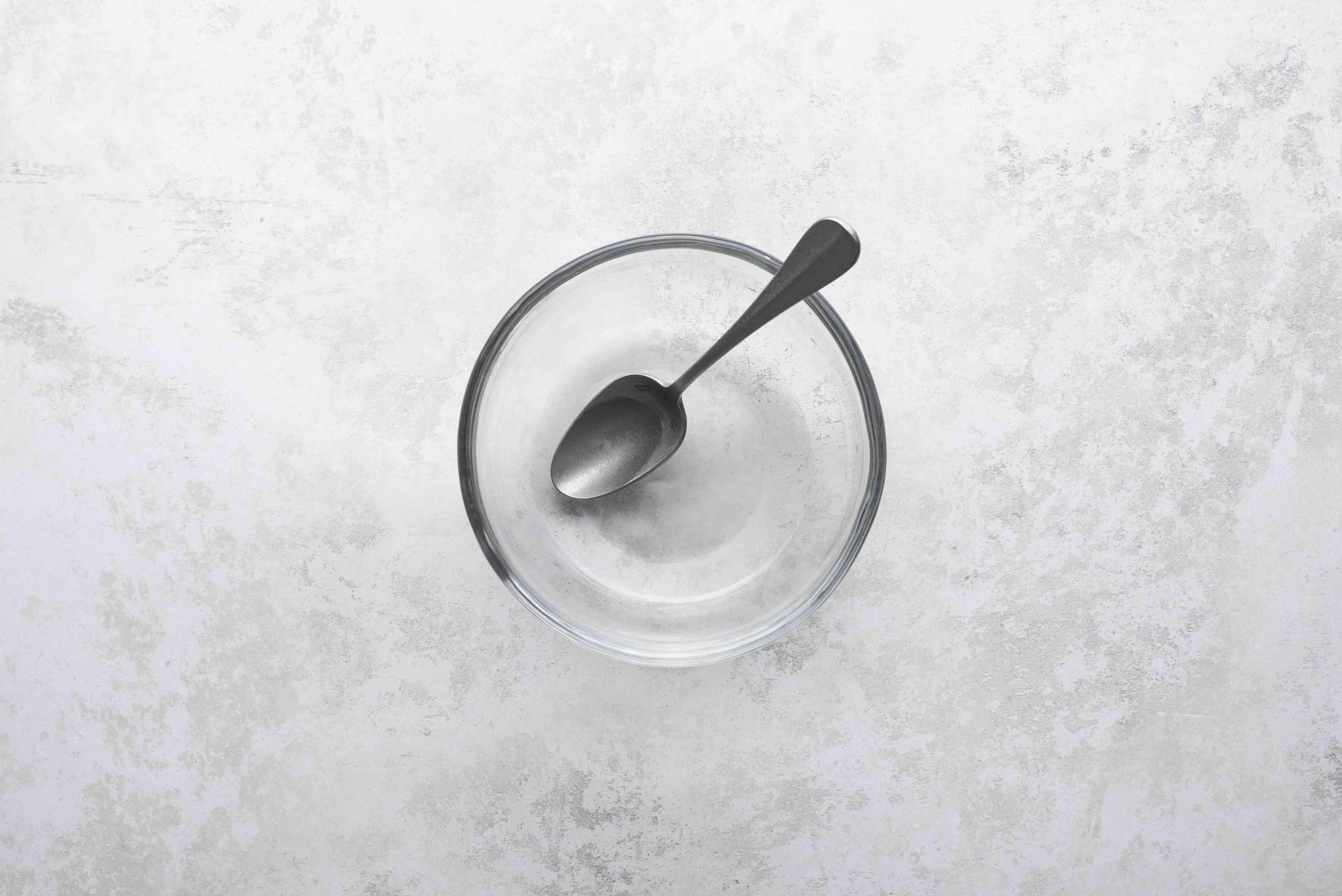 Dissolve baking soda in a bowl
