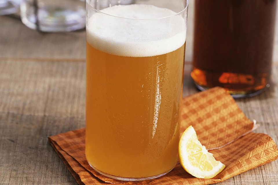 Hefeweizen beer with lemon wedge