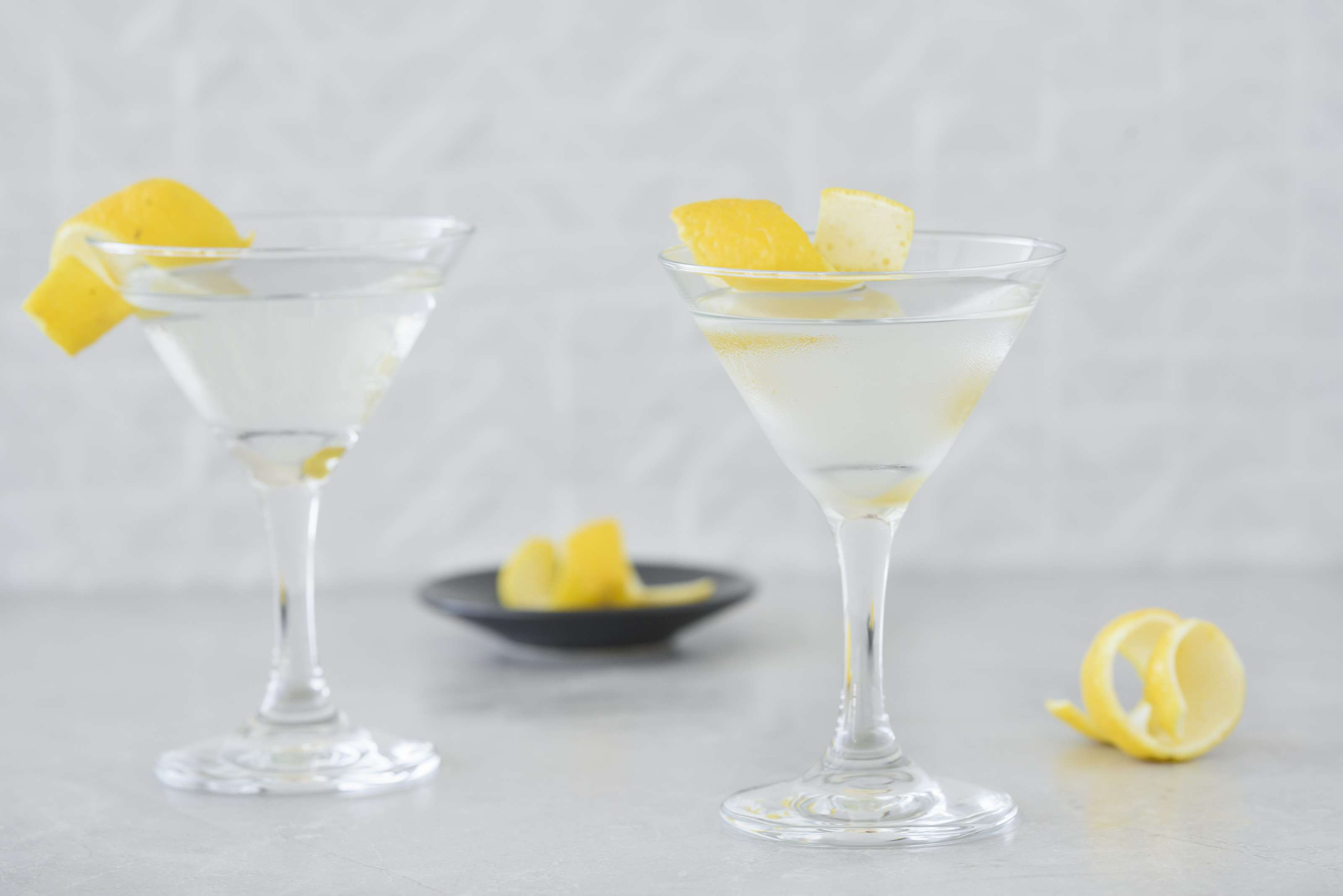 Classic Gin Martini - Garnish with lemon