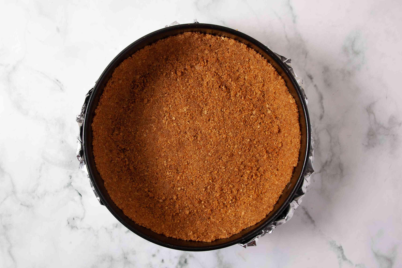 Press crust mixture over bottom of pan