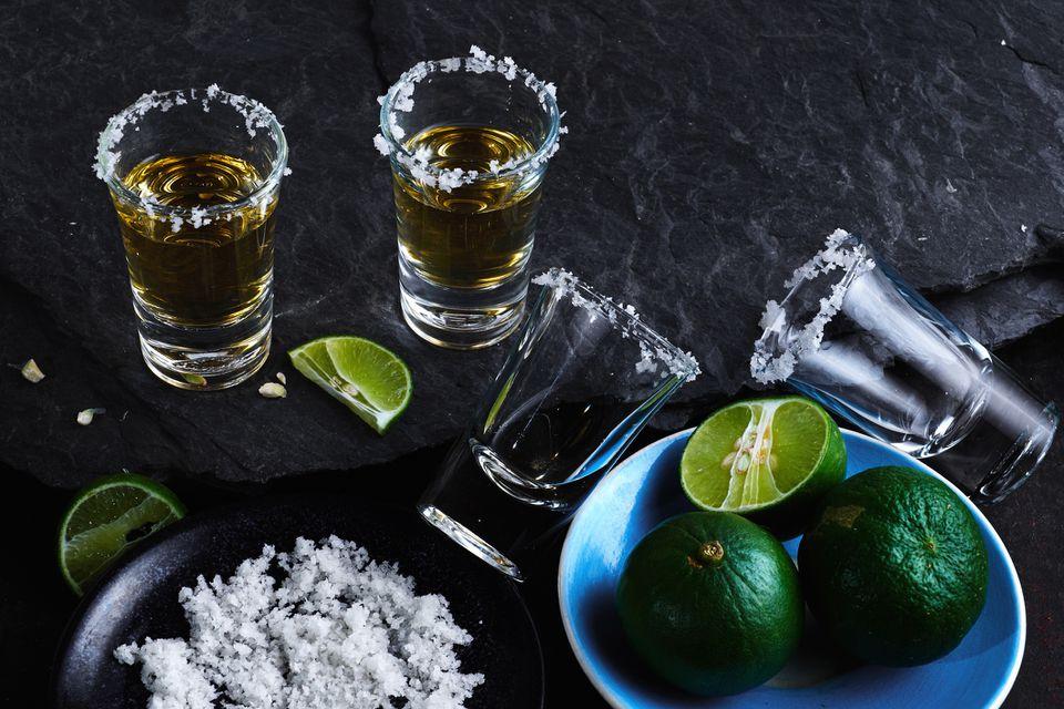 Cómo tomar un trago de tequila