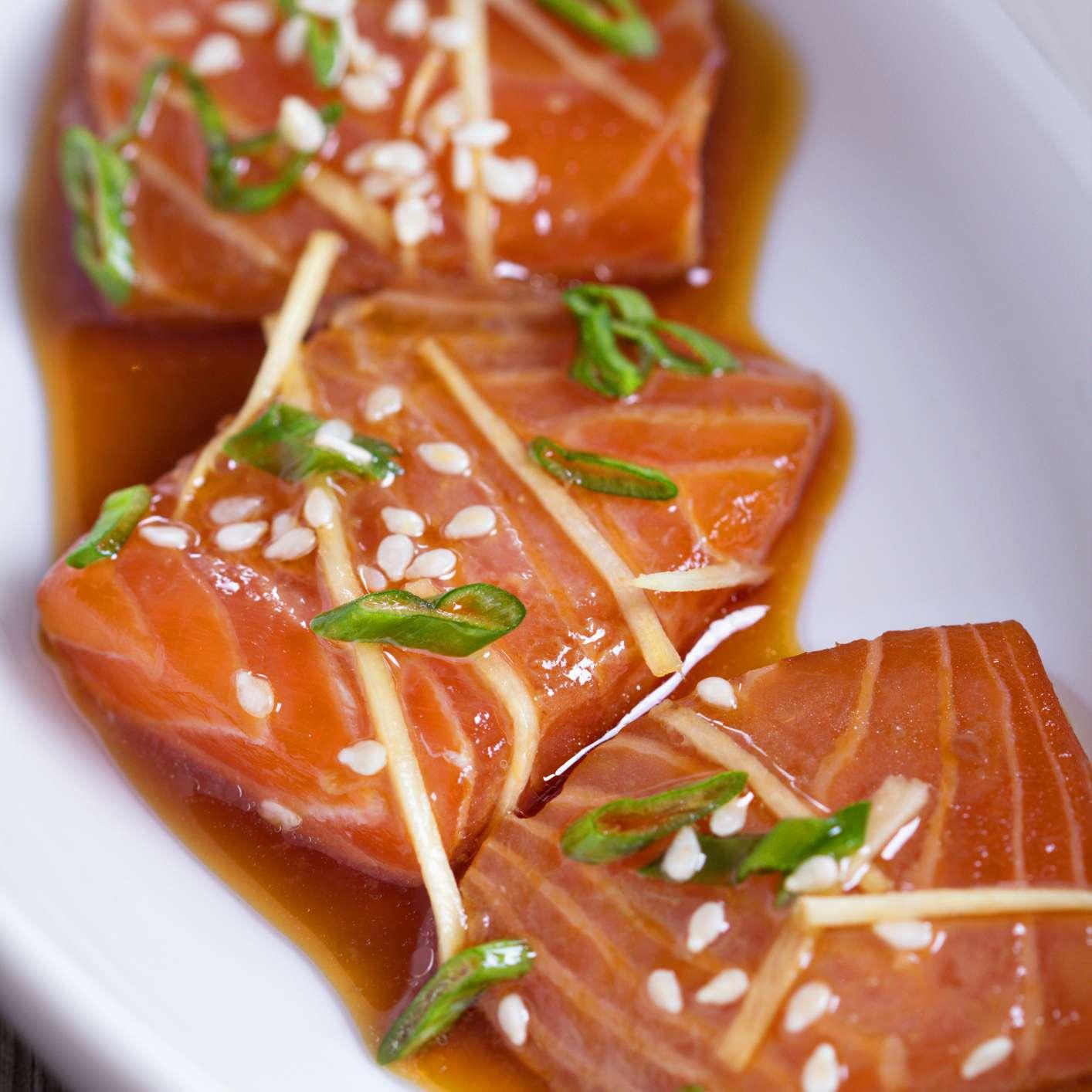 Salmon sashimi with ginger and sesame