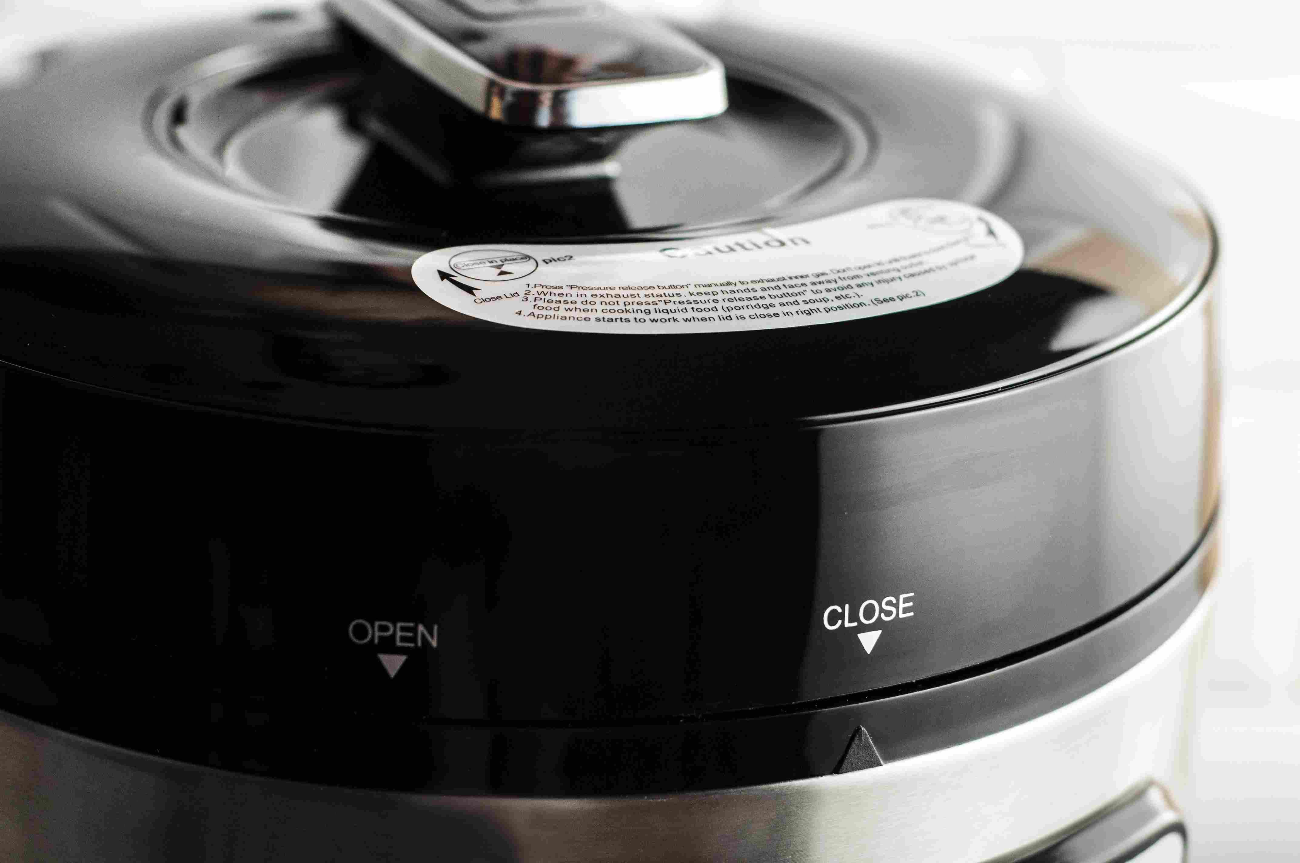 Pressure cooker lid locked