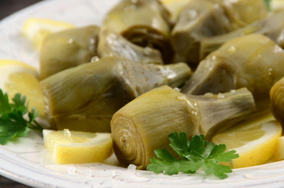 Alcachofas marinadas en vinagre