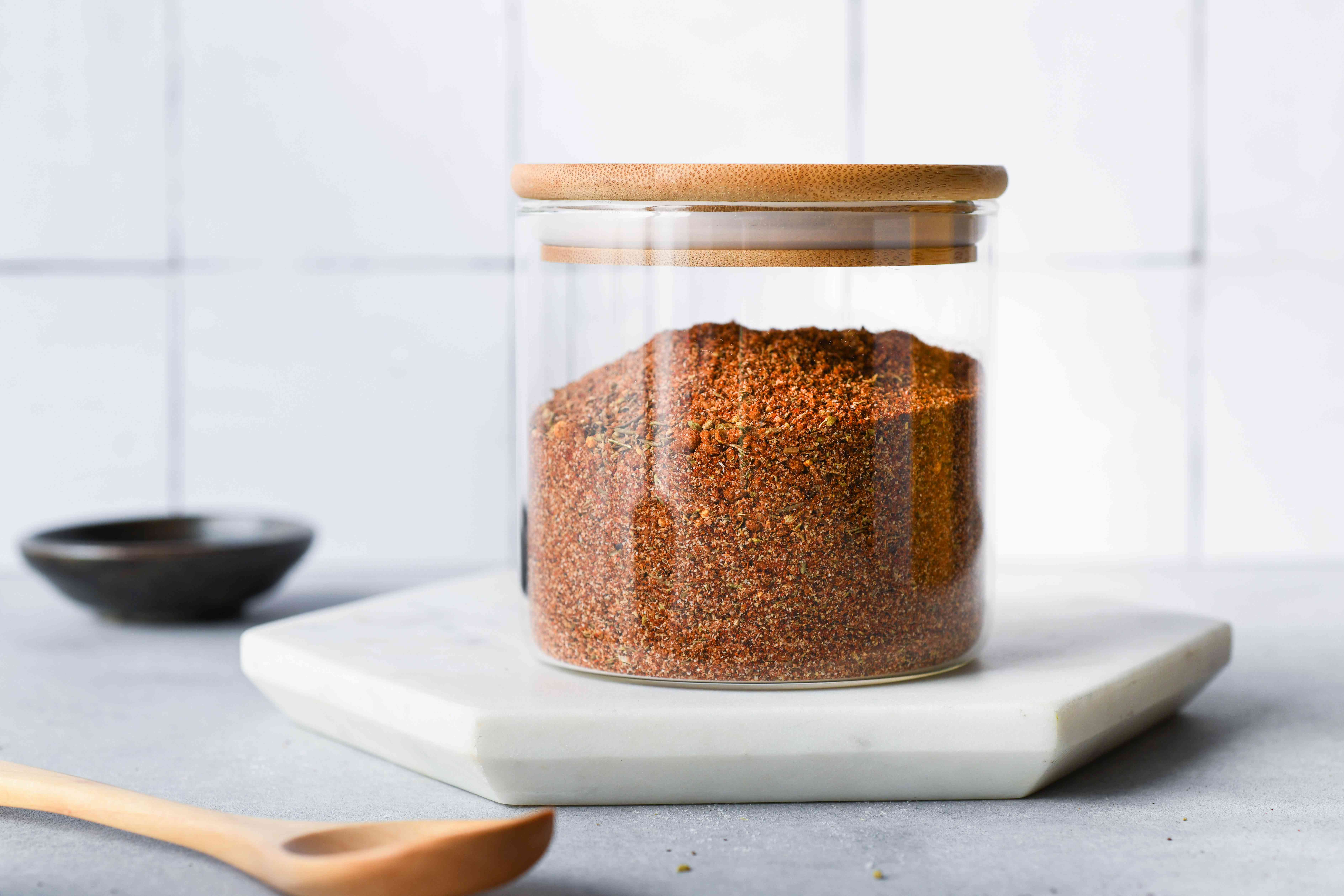 Mouthwatering Memphis Rub in a glass jar