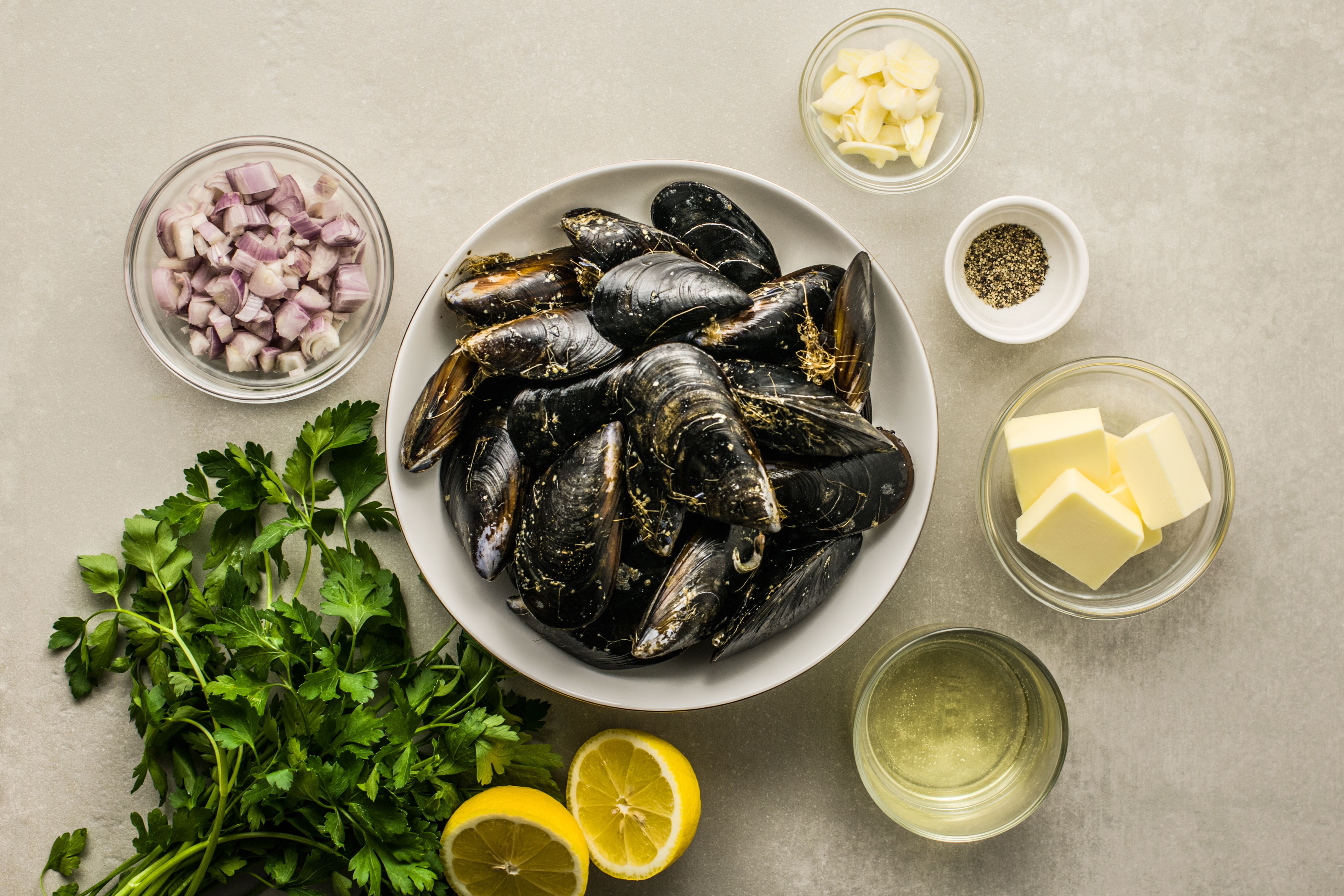 Ingredients for steam mussels
