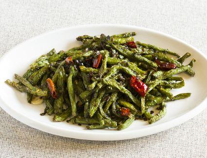 Chinese cuisine deep fried beans