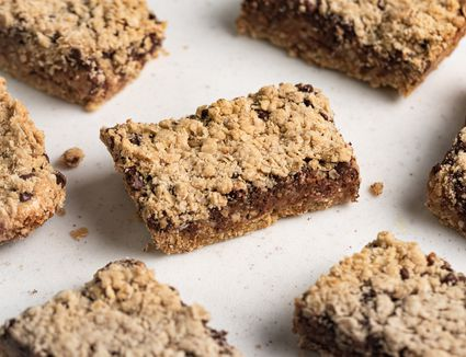 Peanut Butter Oatmeal Bars With Chocolate Chips