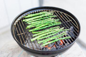 Grilling asparagus.