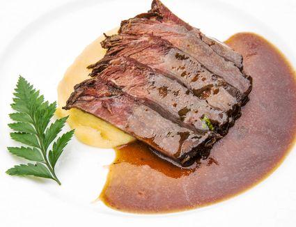 Blade steaks with gravy