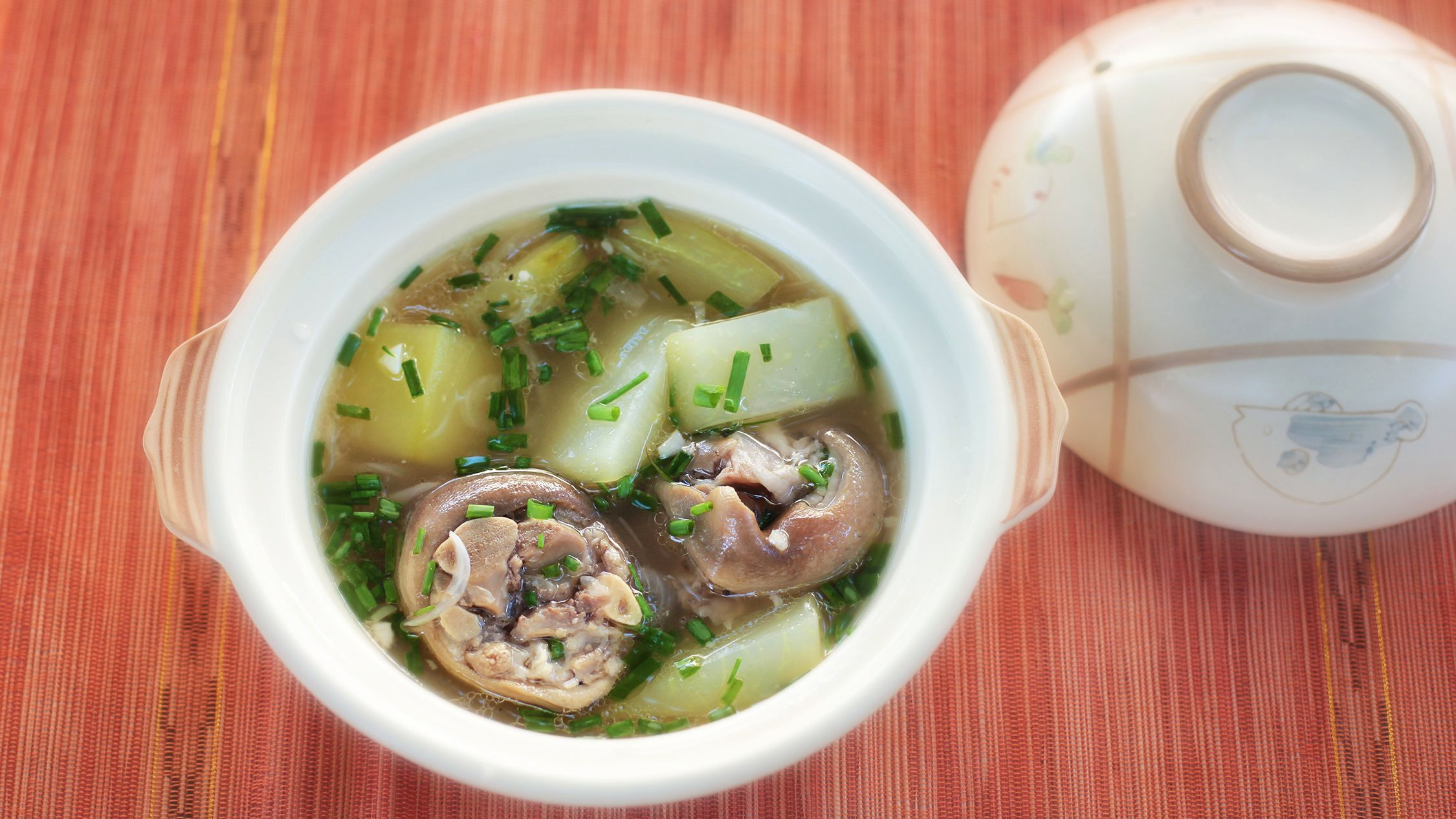 Vietnamese Pork Bone And Papaya Soup Canh Du Du Recipe