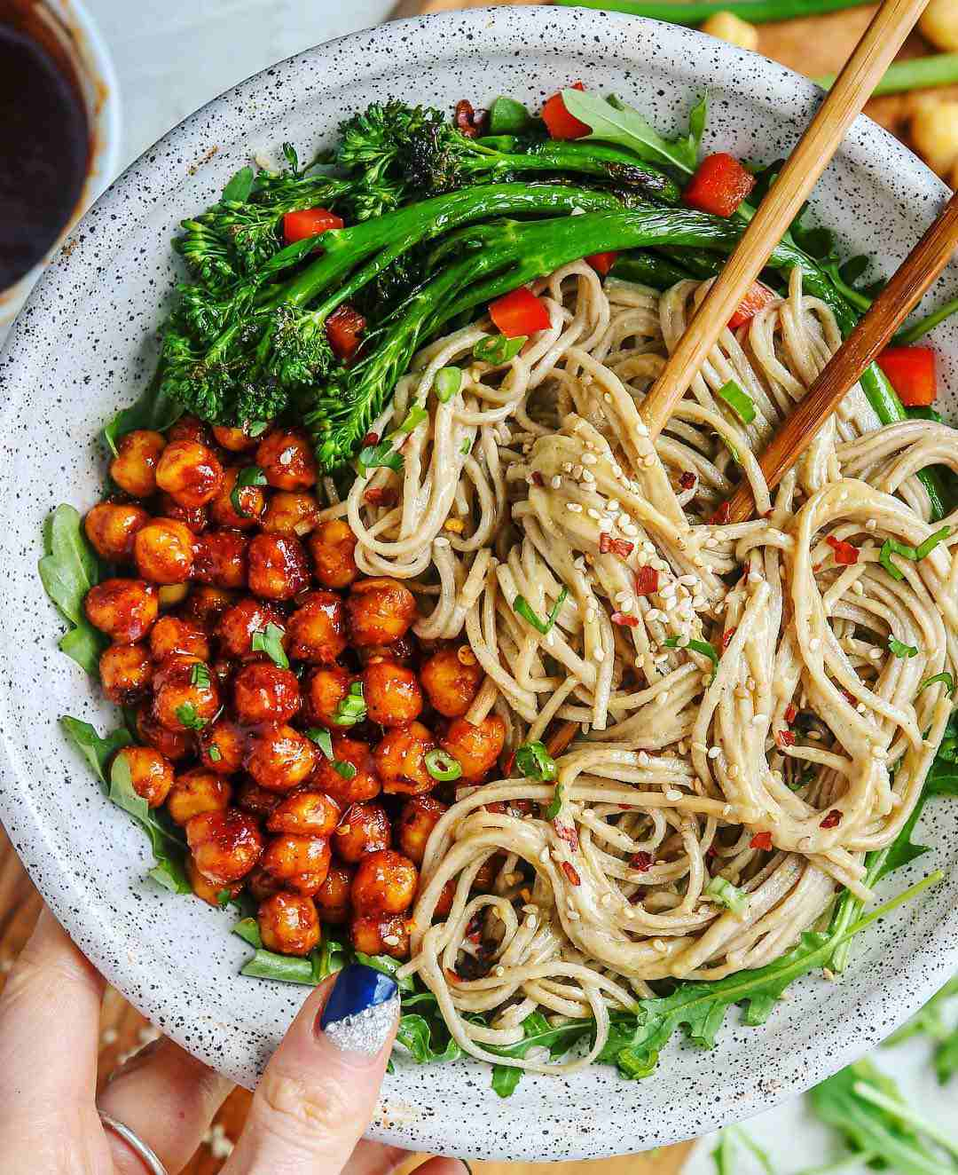 Chili chickpeas and garlic sesame noodles - @starinfinitefood