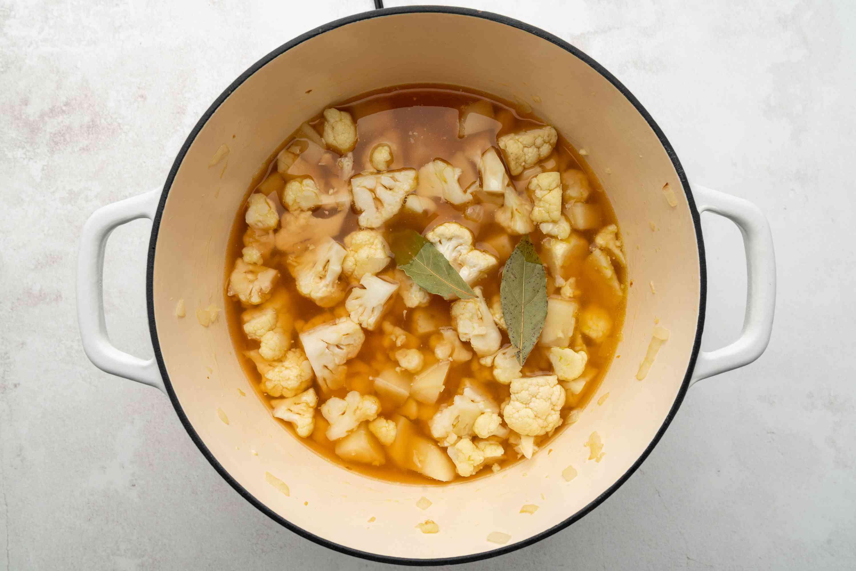 Cauliflower soup blend in a pot