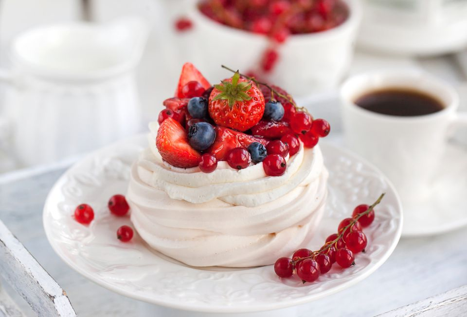 New Zealand pavlova meringue with berries