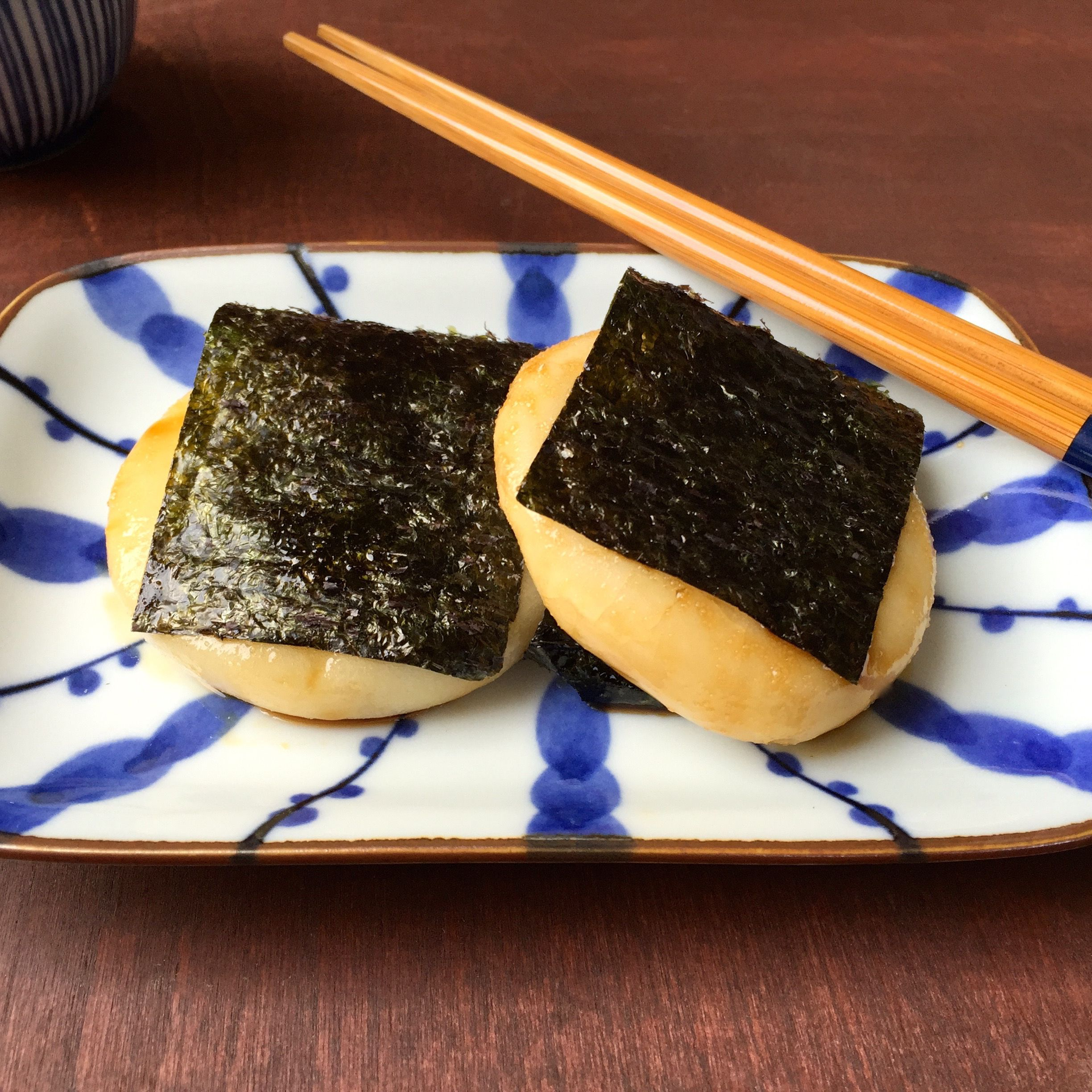 Norimaki Mochi (Rice Cake with Sweet Soy Sauce and Wrapped in Seaweed)