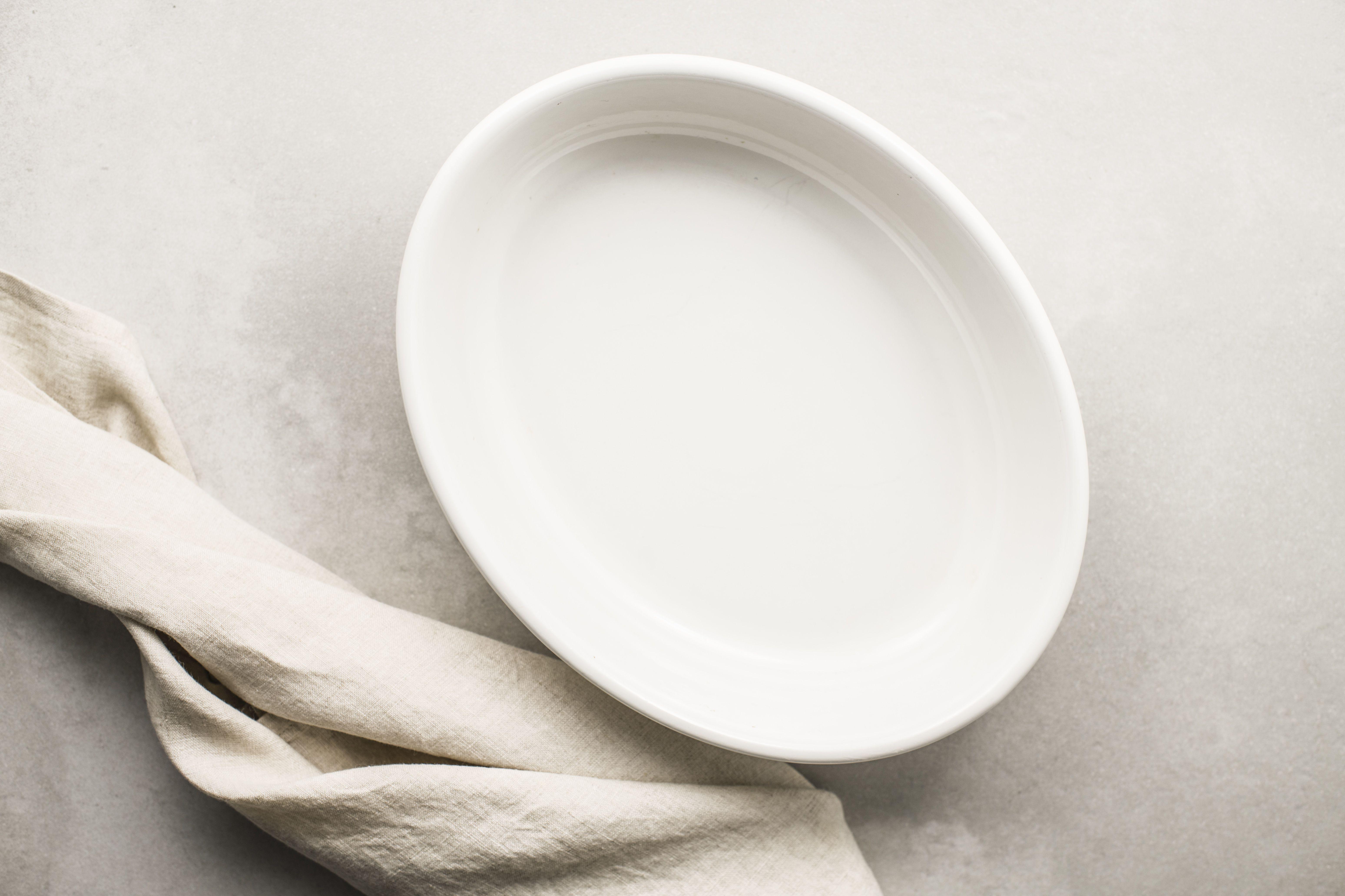 Lightly oil casserole pan