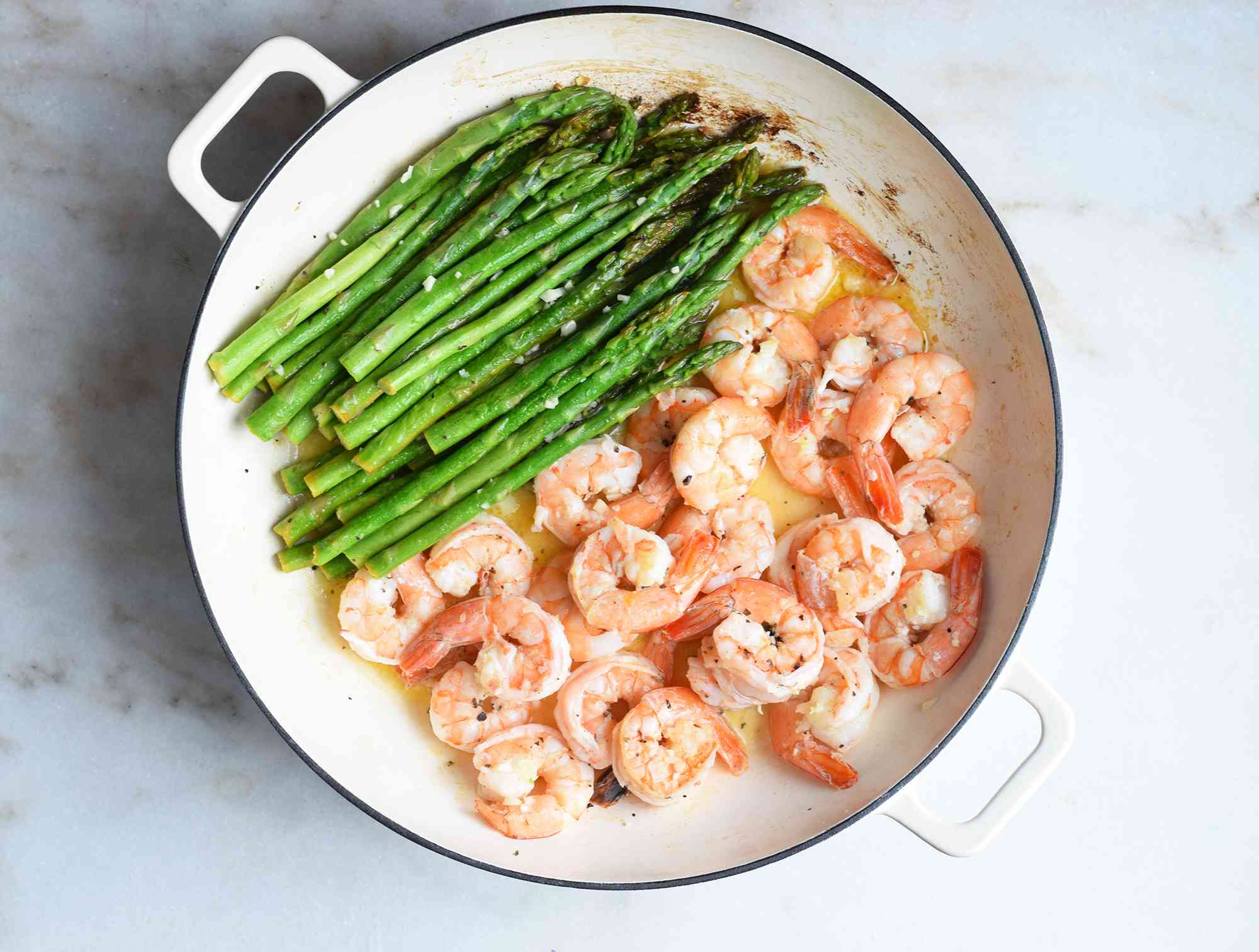 cooked shrimp and asaparagus in one pan