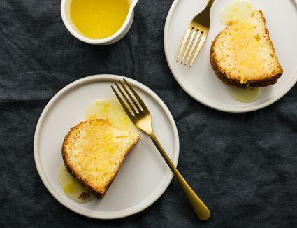 Lemon dessert sauce on pound cake