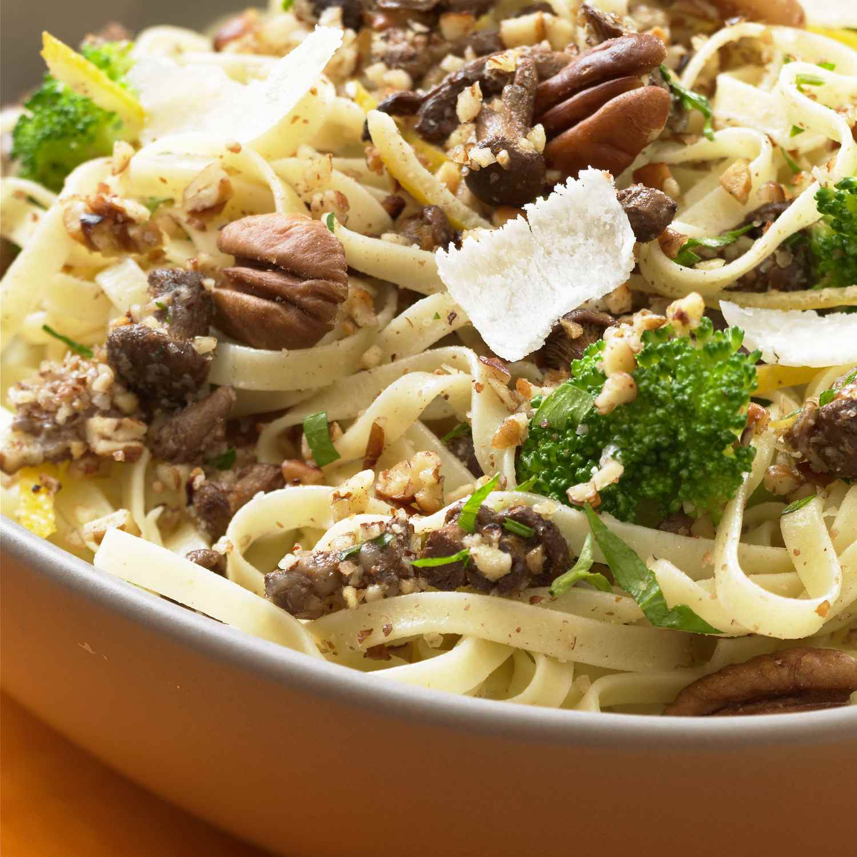 Broccoli walnut pasta