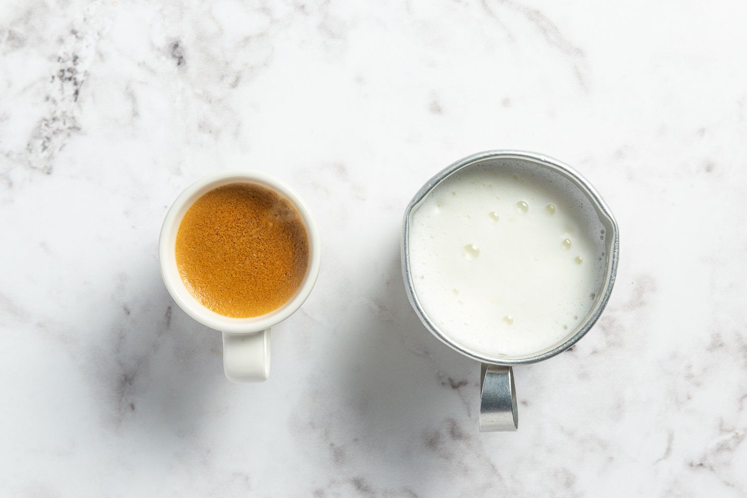 flat white espresso ingredients - expresso shot and frothed milk