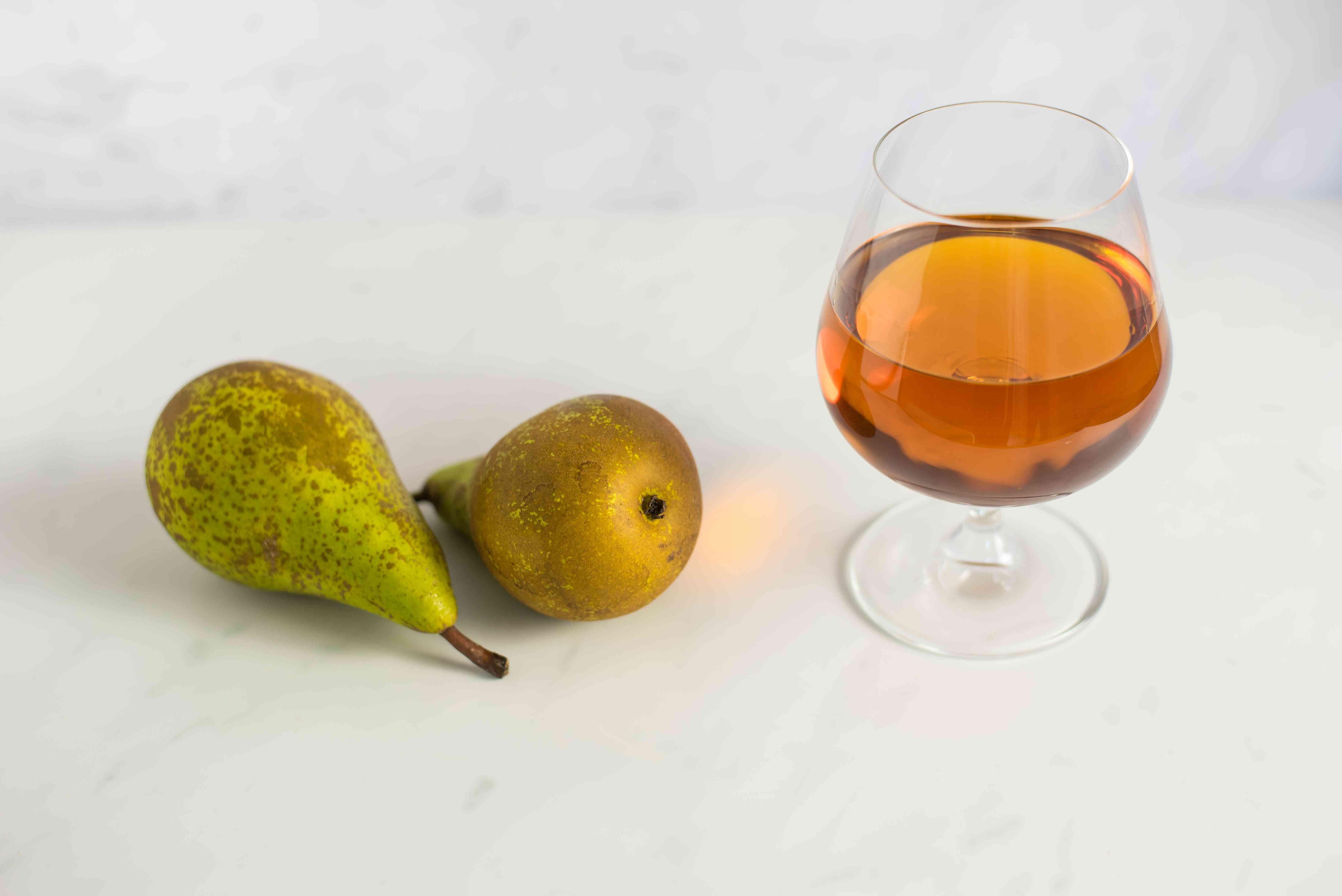 Ingredients for drunken pears