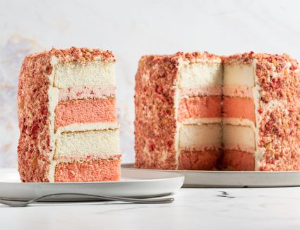 Copycat Strawberry Crunch Cake