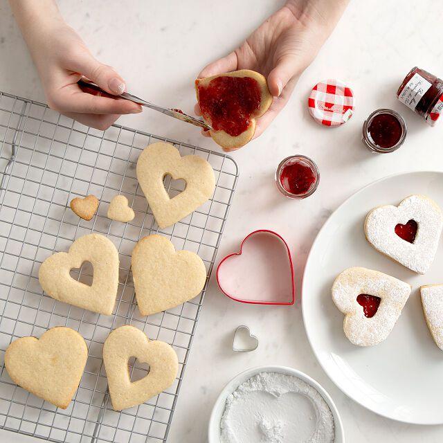 red-velvet-nyc-linzer-cookie-kit