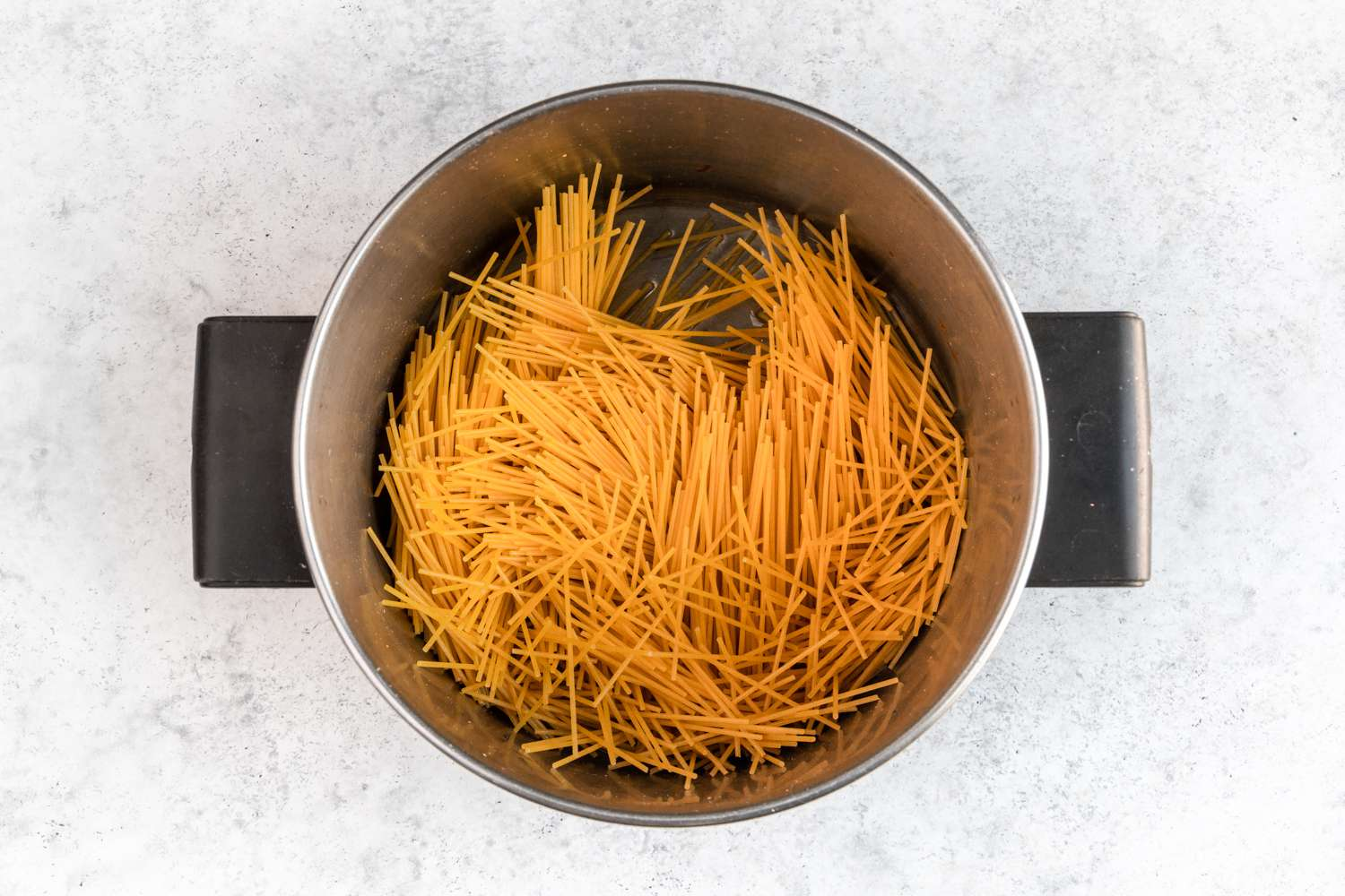 oil and pasta in a saucepan