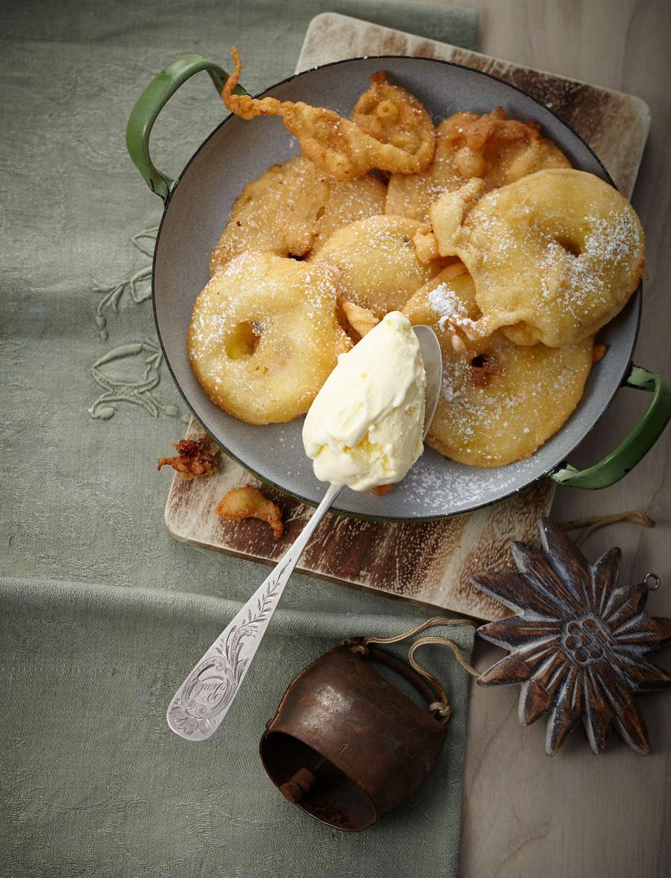 Apple fritters with sour cream ice