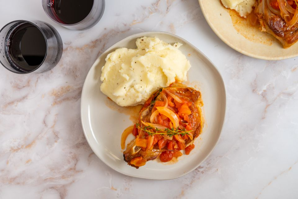 Pork Chops With Tomatoes and Garlic