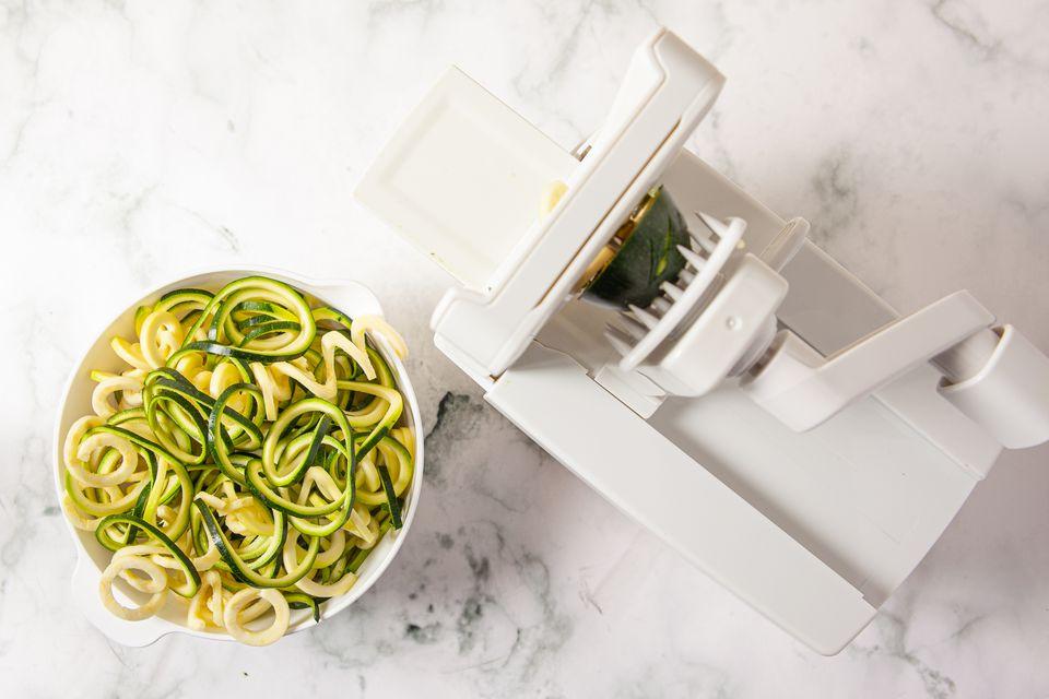 Cómo cocinar fideos de calabacín
