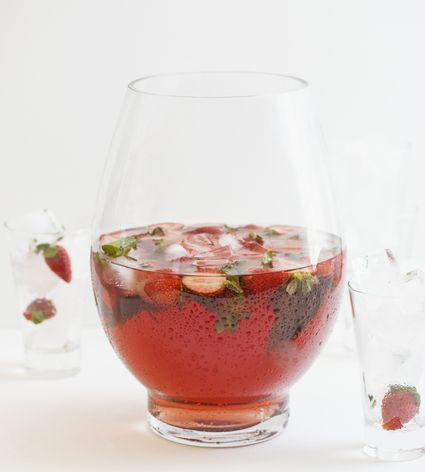 Sangria with strawberries and mint
