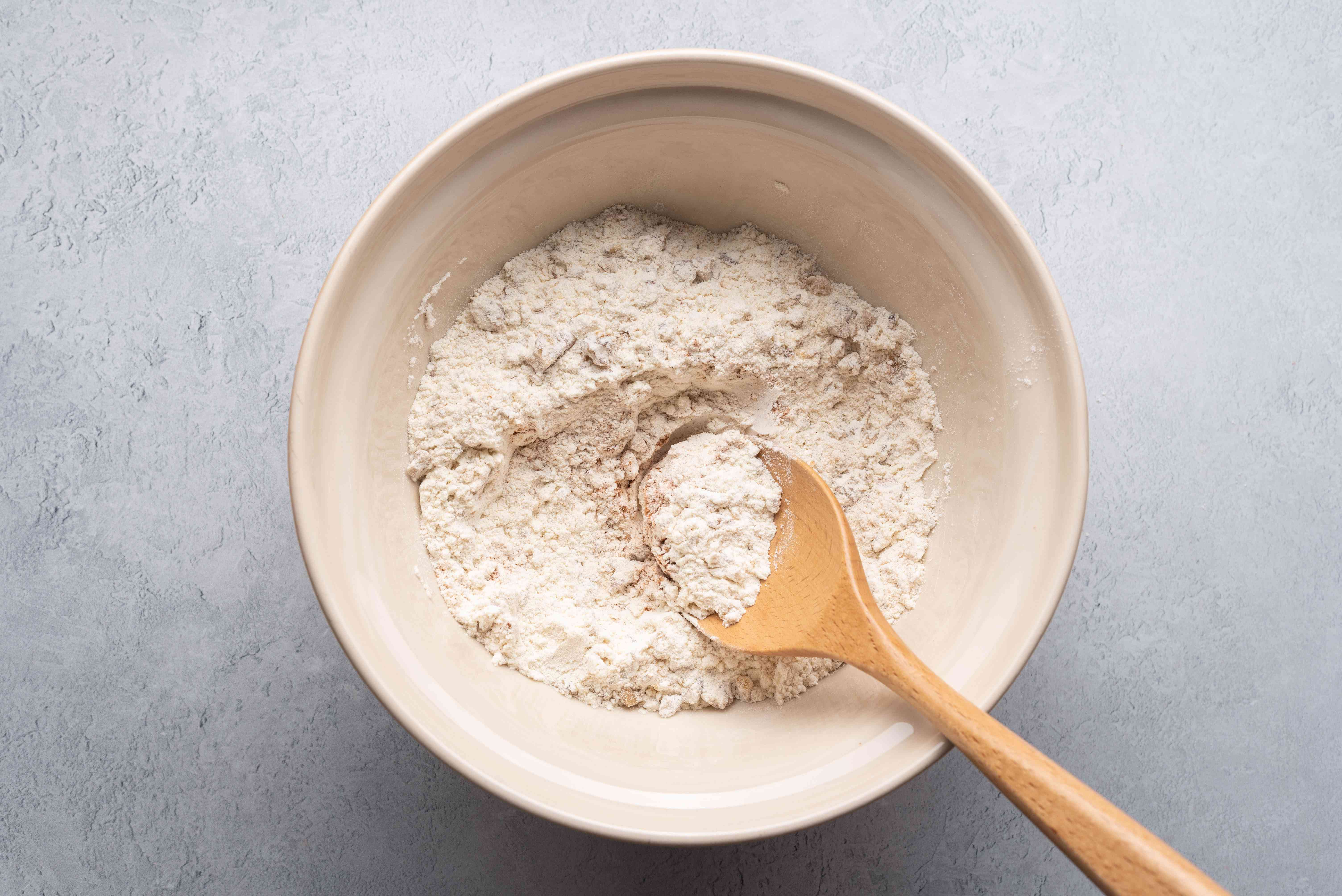 combine the flour, nuts, baking powder, baking soda, salt, and cinnamon in a bowl