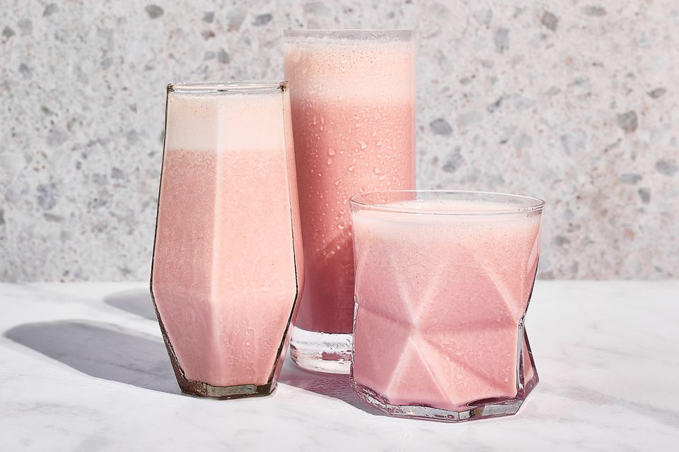 Healthy Homemade Strawberry Milkshake (Smoothie)