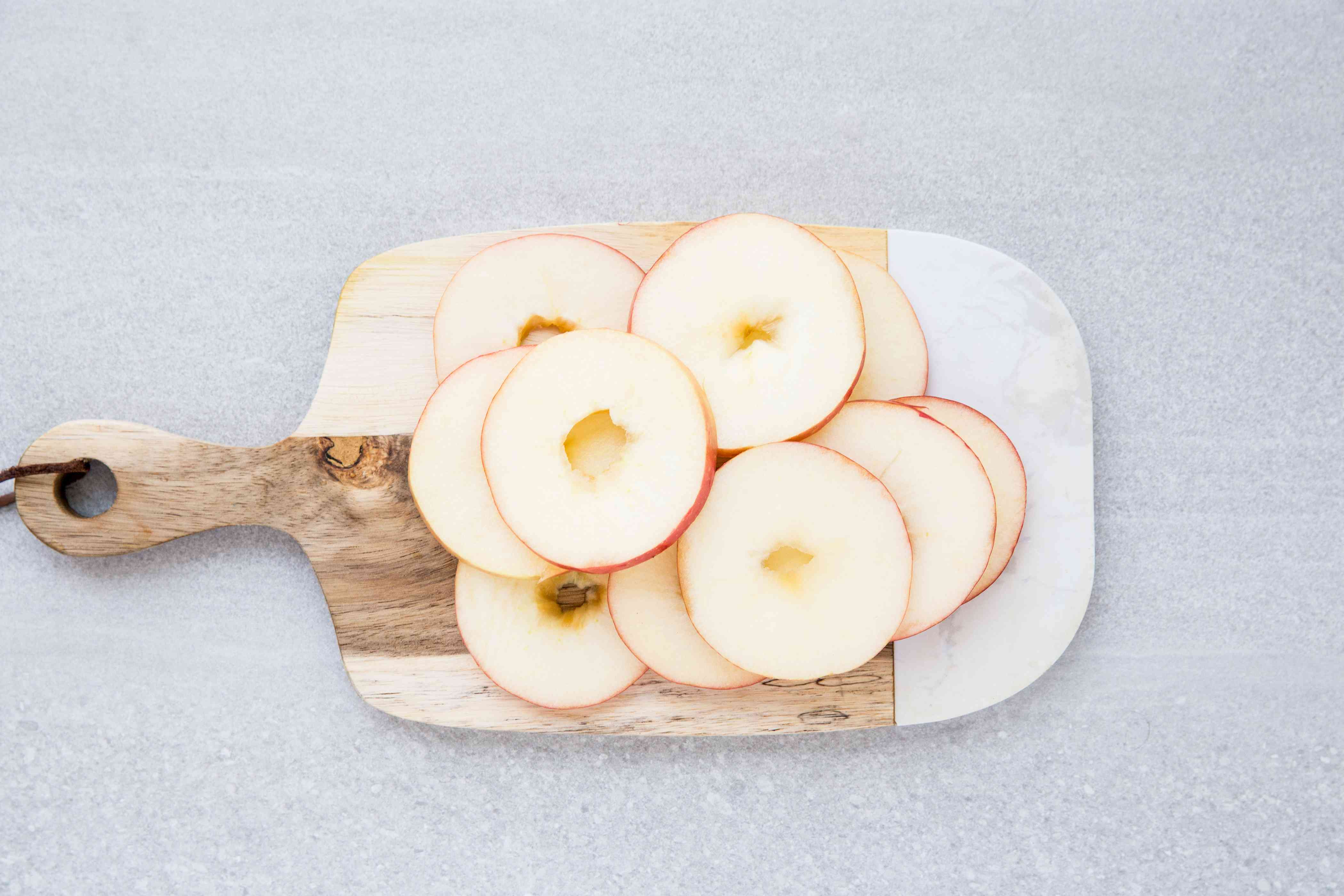 Core the apples and cut them into slices