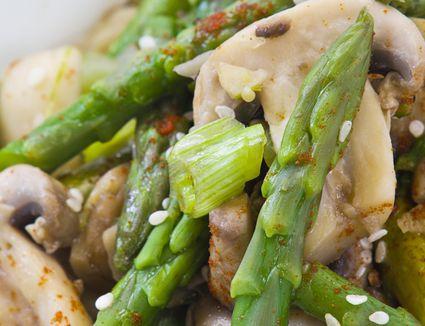 Stir-fried asparagus with mushroom