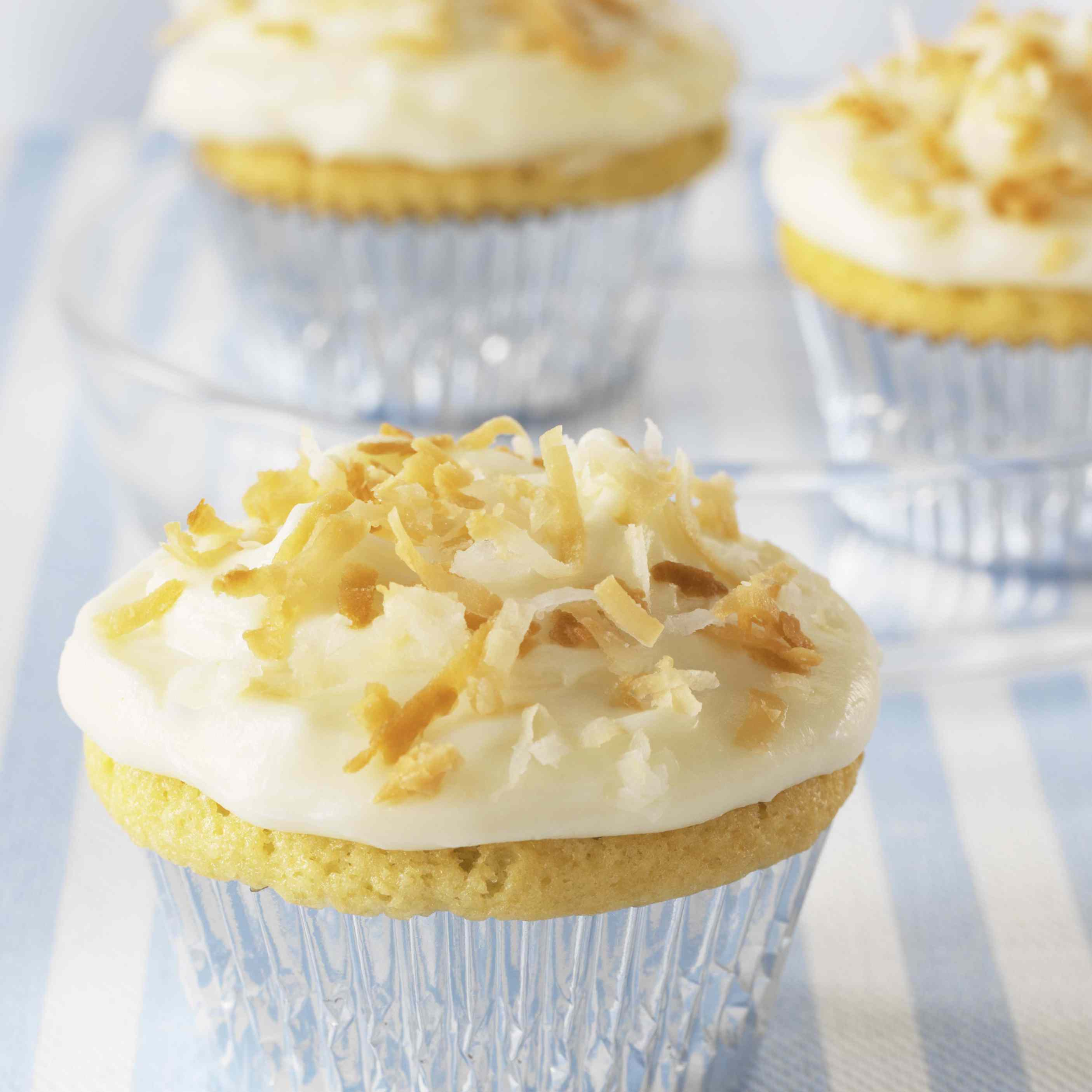 Cupcakes with roasted coconut