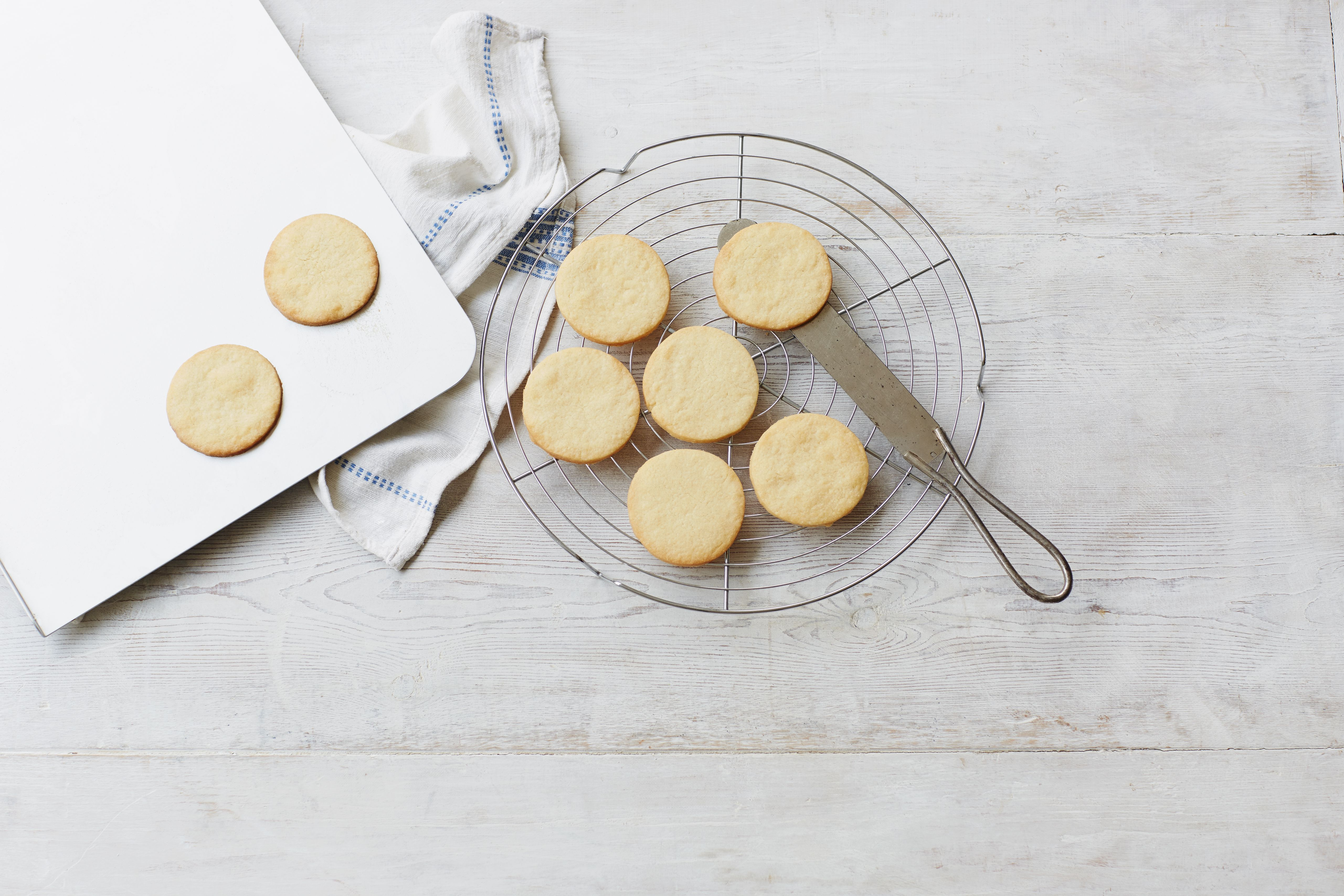 Sable biscuits on a cooling rack