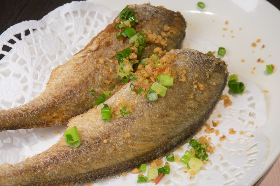 Shanghai-style deep fried small yellow croakers with spicy salt
