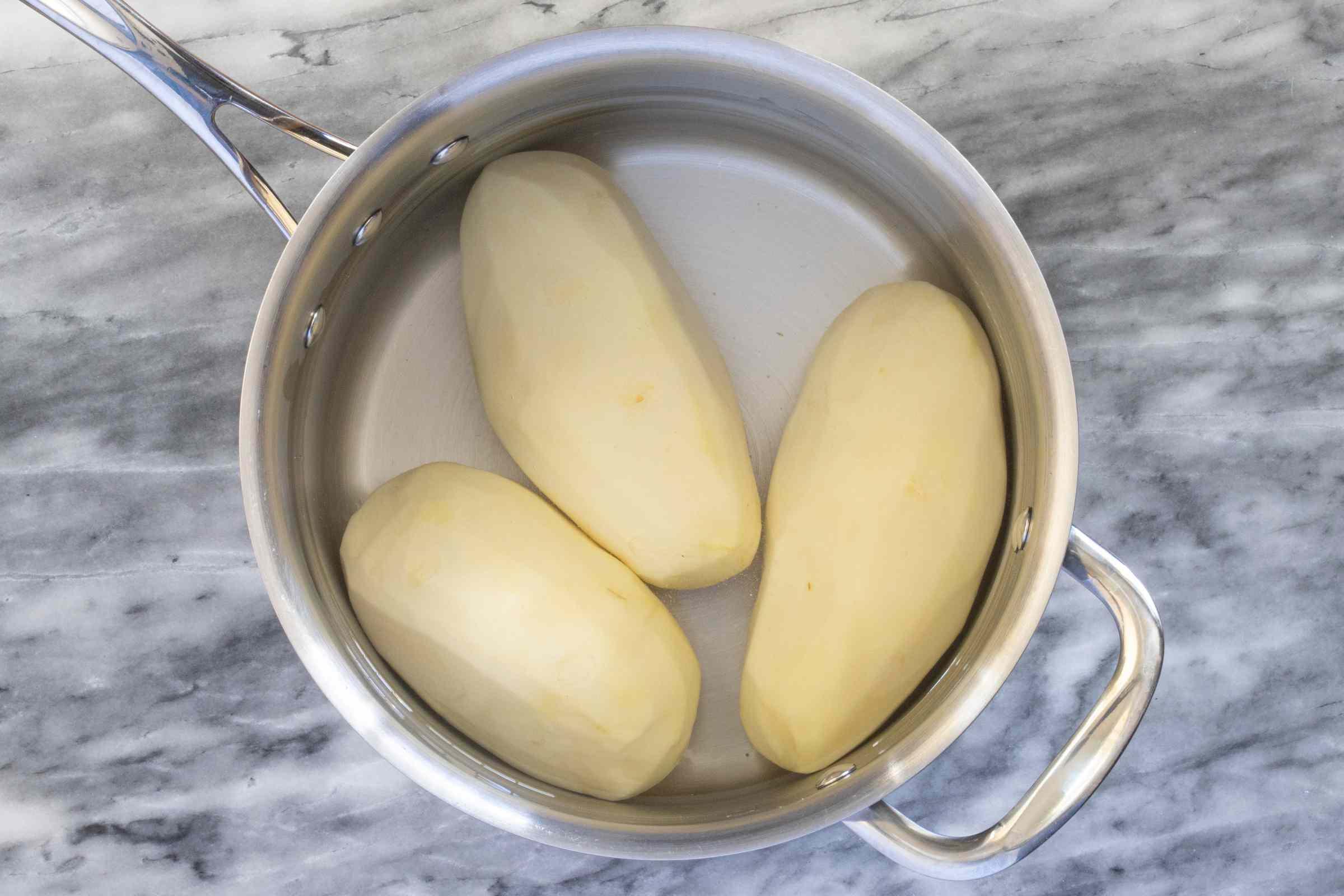 Potatoes in the saucepan.