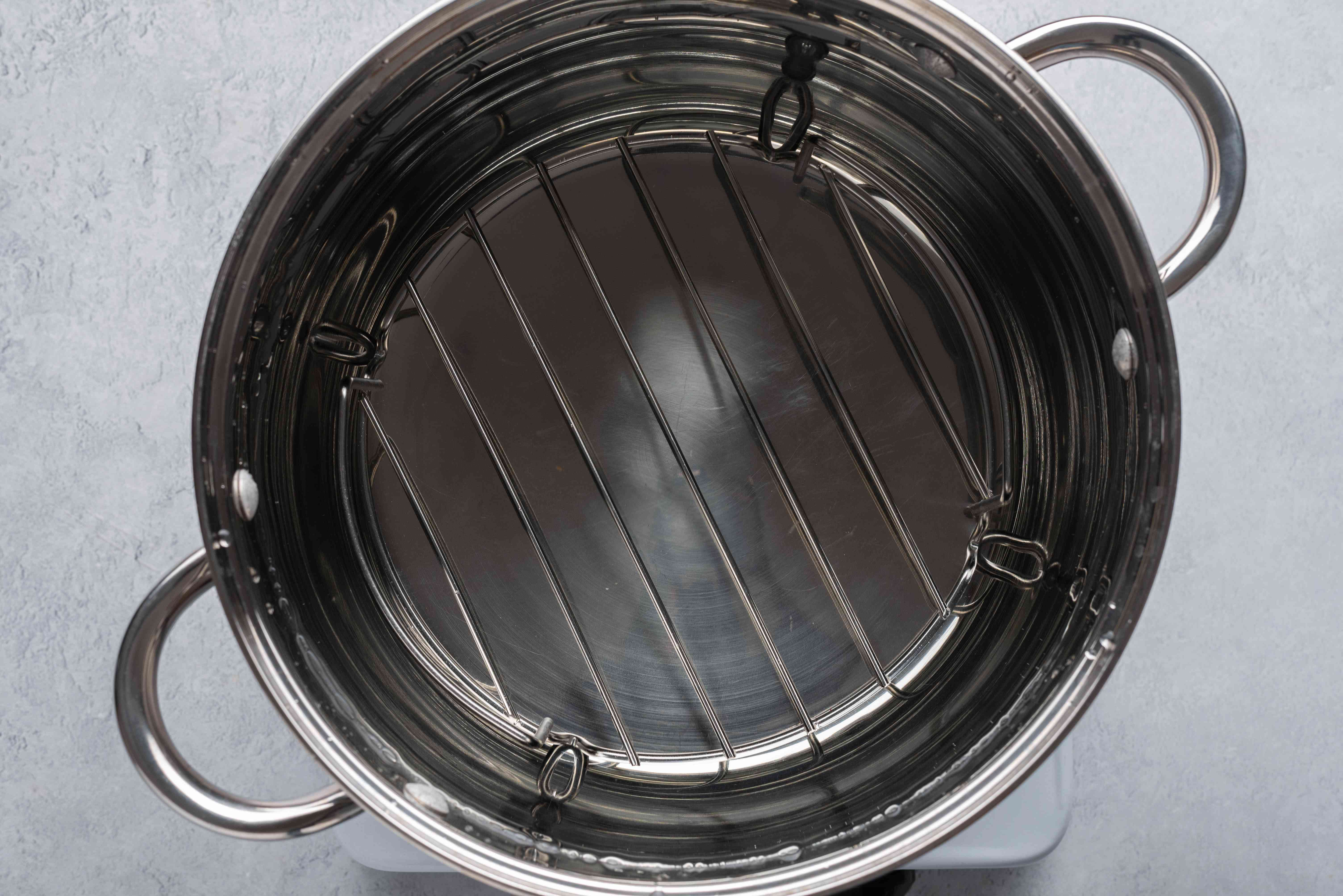 canning pot with water